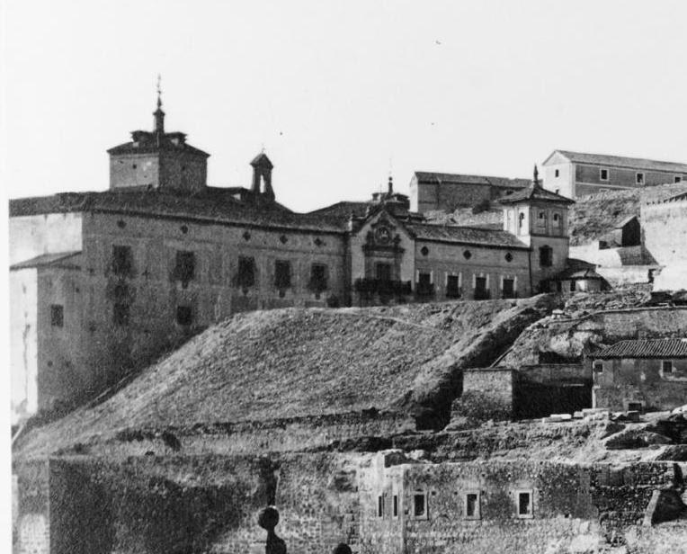 Hospital de Santiago hacia 1870. Foto Jean Laurent (detalle)