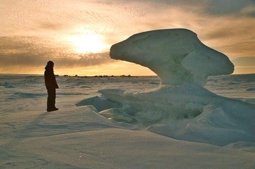 Estranha escultura de gelo em Alert Nunavut