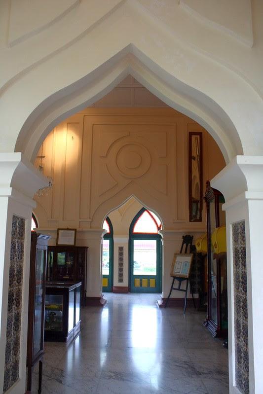 Pintu istana