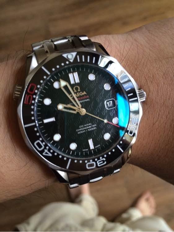 Replica Omega 007 Watch Wrist Shot