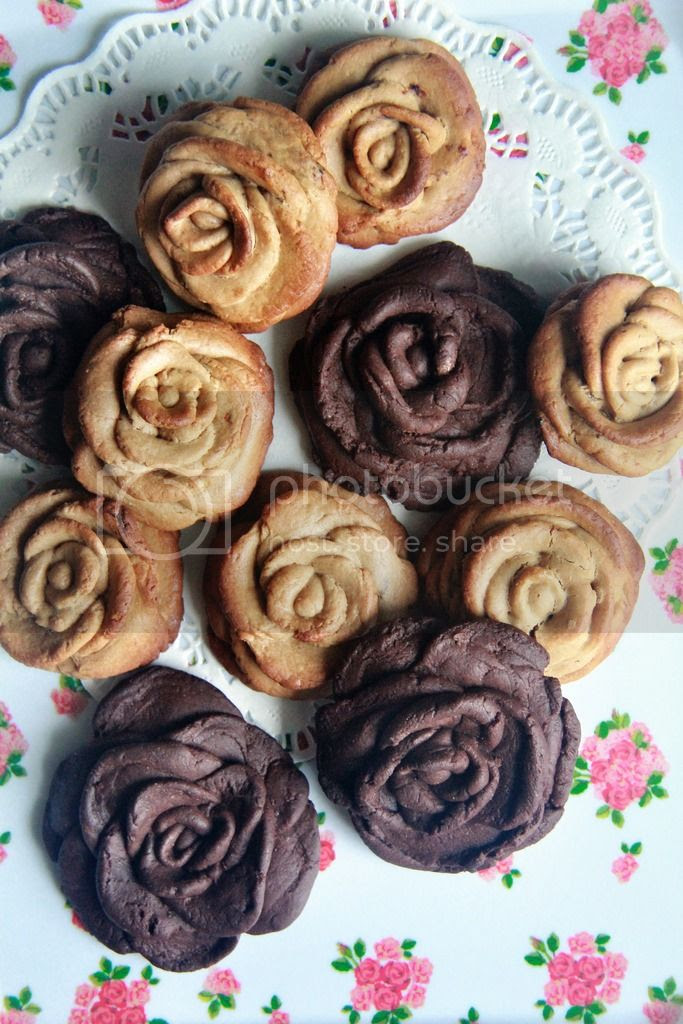 dessert / snack - chocolate rose cookies
