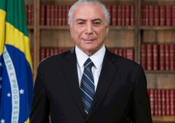 Sem faixa da presidência, governo divulga novo retrato oficial de Temer