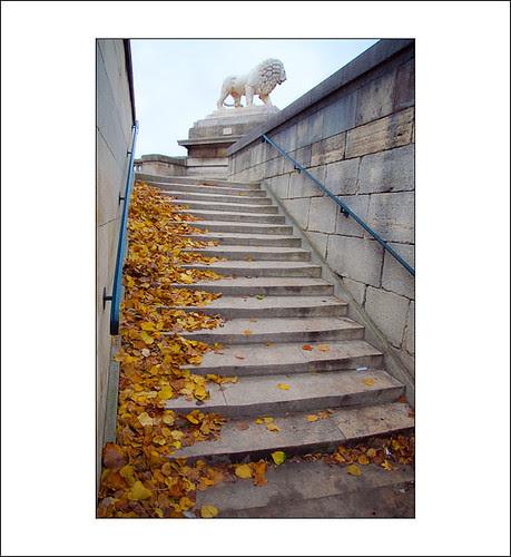 op de trappen