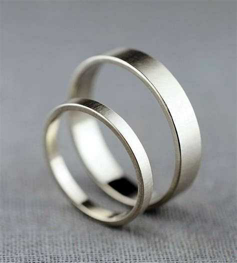 Couple's White Gold Wedding Bands   Here we have a simple