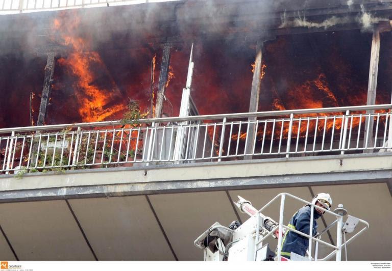 Τραγωδία στη Νέα Σμύρνη! Χωρίς τις αισθήσεις τους πατέρας και δύο παιδιά από φωτιά!   Newsit.gr