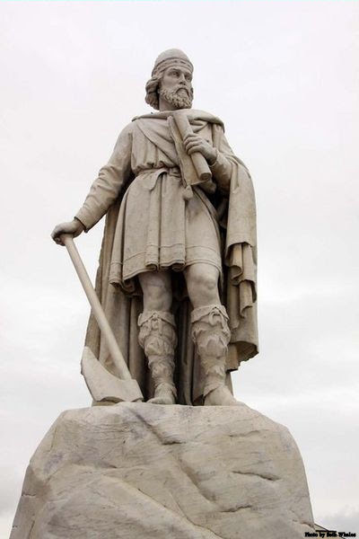 Statue of King Alfred in Wantage Market Square, England.