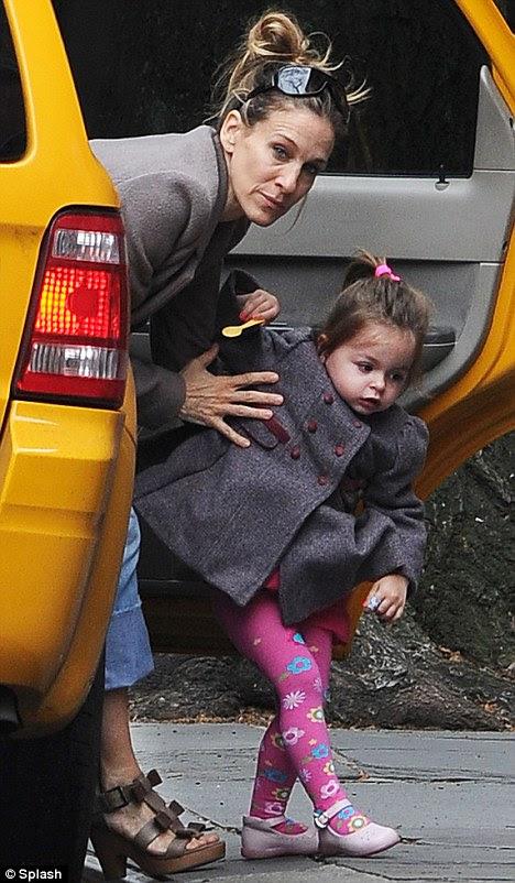 Sıkı tutunuyorum: dikkatli oyuncu emin o taksiden dışarı Tabitha ona yardım yaptı