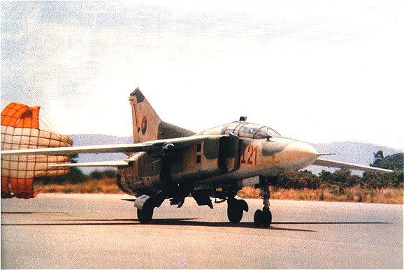 Archivo:Avion-Cuba-Mikoyan-MiG-23UB-Angola-2.jpg