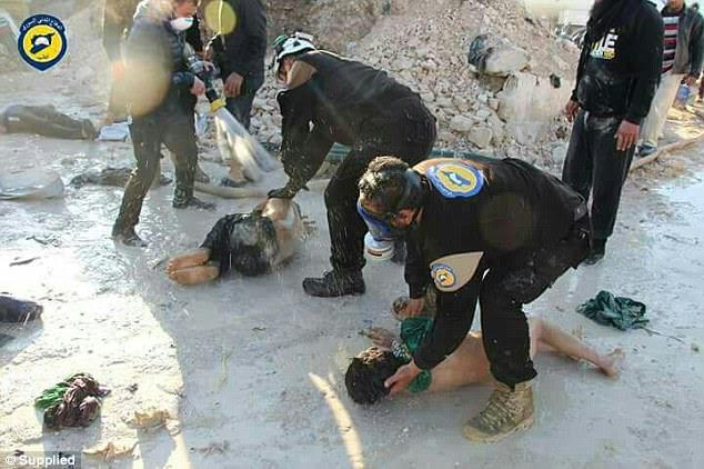 A Rússia finalmente condenou o terrível ataque com armas químicas na quinta-feira, apesar de estar aliado com Bashar al-Assad contra rebeldes islâmicos na Síria
