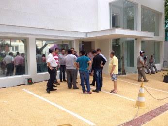 Dez funcionários foram rendidos durante assalto em construtora (Foto: Vinicius Frigeri/RPC Londrina)
