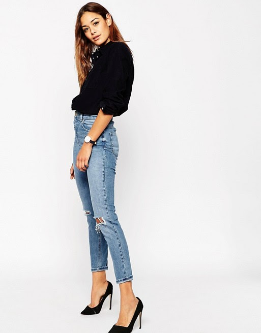 ASOS Farleigh Slim Mom Jeans in Prince Light Wash with Busted Knees ile ilgili görsel sonucu