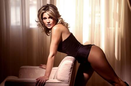 Flávia Alessandra para o site Paparazzo