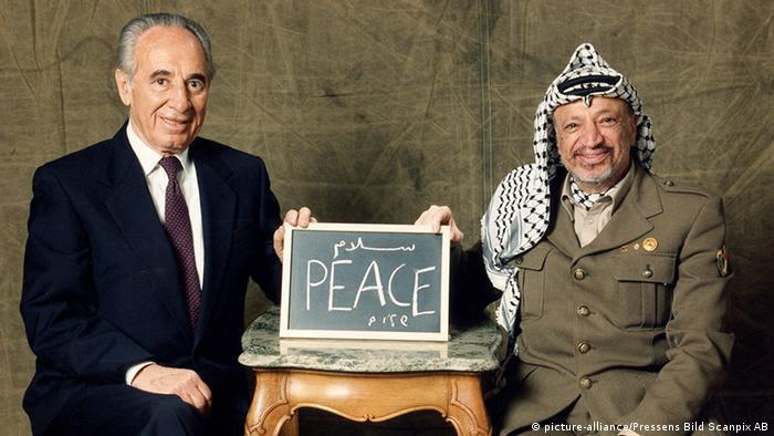 Jassir Arafat und Shimon Peres (picture-alliance/Pressens Bild Scanpix AB)