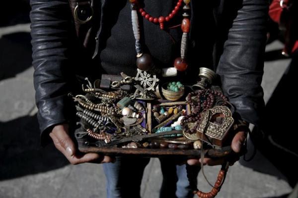 Kết quả hình ảnh cho quà lưu niệm tây tạng