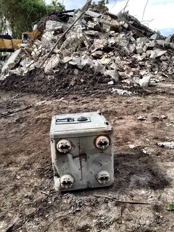 Cofre estava instalado na estrutura da casa (Foto: MANNY HERNANDEZ via Mashable )