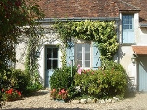 Front of country cottage for rent in the Loire Valley