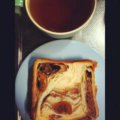 good morning! #breakfast #kyoto grand marble's fig & #chocolate danish bread and #mariagefreres ruschka #tea #japan
