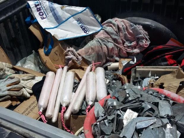 Explosivos estavam em veículo que a polícia suspeita ter sido roubado em Campina Grande (Foto: Diógenes Fernandes/Polícia Civil)