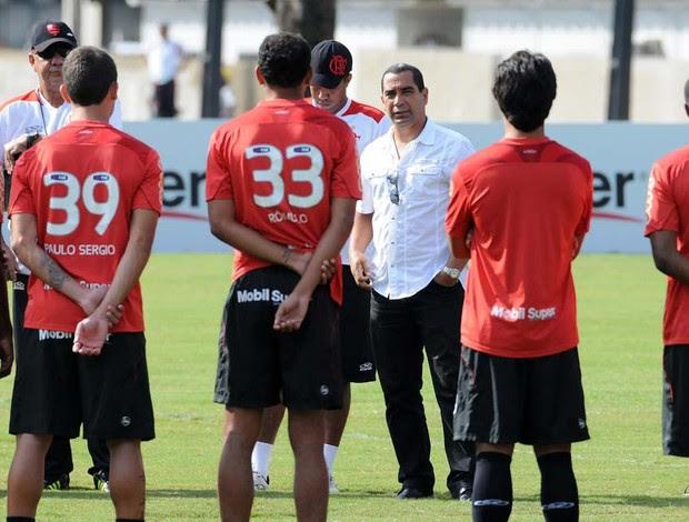 Zinho com jogadores Flamengo (Foto: Alexandre Vidal / Fla Imagem)