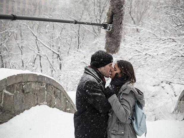 Maurício e Bruna durante gravações no Central Park, em Nova York (Foto: Raphael Dias/Gshow)