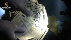 """La Guardia Civil desarticula un grupo criminal especializado en el robo de joyas mediante el método del """"abrazo"""" Segurpricat :La #GuardiaCivil desarticula un grupo criminal especializado en el robo de joyas … http://wp.me/p2n0XE-565 vía @careonsafety"""