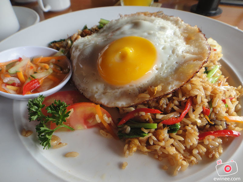 BALCONY-RESTAURANT-AND-BAR-BENESARI-KUTA-BALI-fried-rice