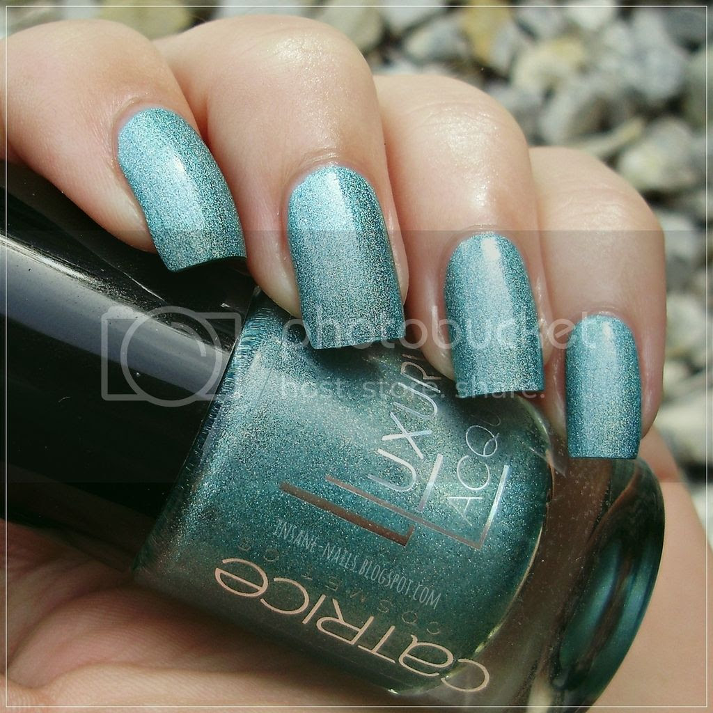photo Catrice_LuxuryLacquers_Holo_in_one_1_zps9eewjnr4.jpg