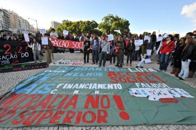 Milhares de estudantes do ensino superior manifestaram-se em Lisboa. Foto Paulete Matos