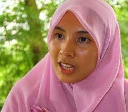 http://harismibrahim.files.wordpress.com/2010/09/1-nurul-izzah_250_220.jpg