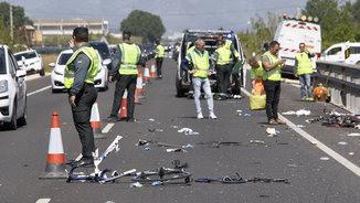 Els equips d'emergència treballen al lloc de l'accident (EFE)
