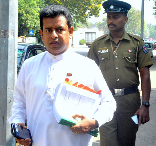 MP Buddhika Pathirana arriving at the Commission to Investigate Allegations of Bribery or Corruption. Picture by Siripala Halwala.