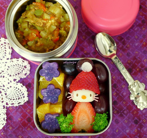 Hello Kitty Santa Curry Bento