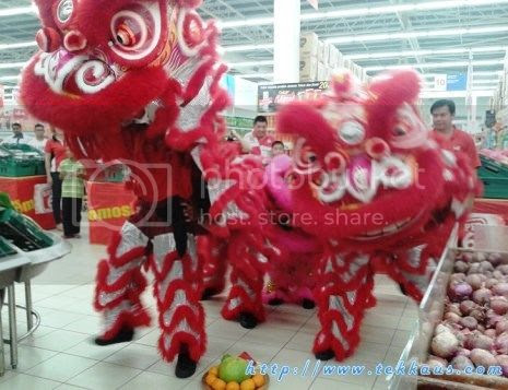 photo 04 Chinese New Year Lion Dance Performance At Tesco Taiping 2015_zpsh1wywuaj.jpg