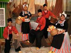 Kiteorg Mengenakan Dutch Traditional Costumes kat Volendam, Netherlands