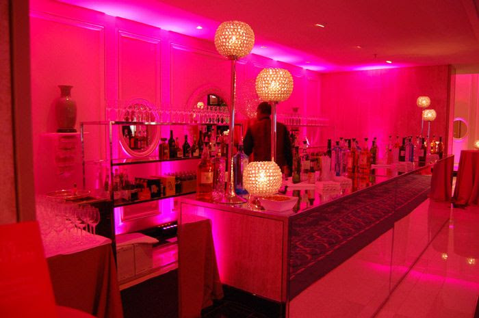 The pre-show cocktail reception had pink lighting, a mirrored bar, and crystal lights.