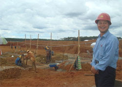 China-workers-bauxite-250.jpg