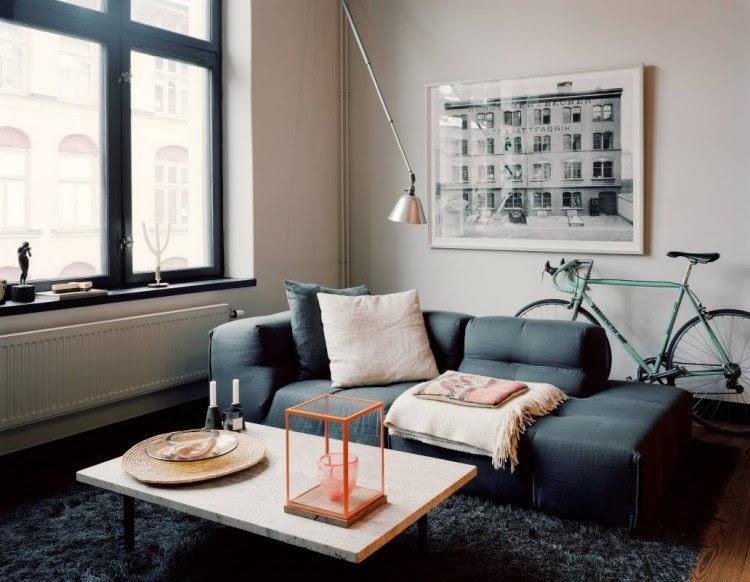 Modernes Wohnzimmer mit dunklem Sofa einrichten: 55 Ideen