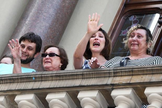 Nicette Bruno e os filhos no velório do ator Paulo Goulart (Foto: Manuela Scarpa /Foto Rio News)