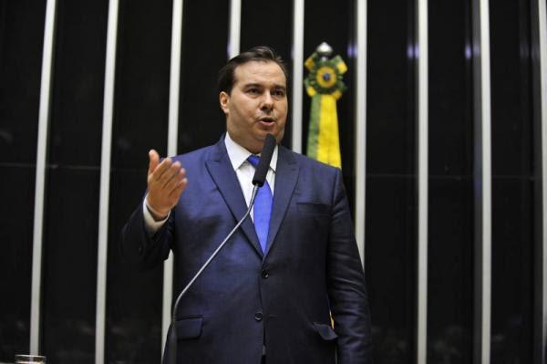 Rodrigo Maia é reeleito presidente e comandará Câmara até 2021