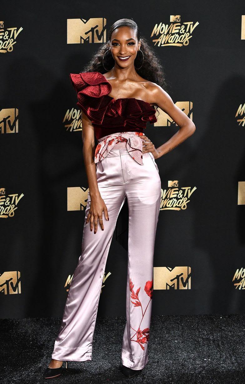http://i2.mirror.co.uk/incoming/article10377869.ece/ALTERNATES/s1227b/MTV-Movie-TV-Awards-Arrivals-Los-Angeles-USA-07-May-2017.jpg