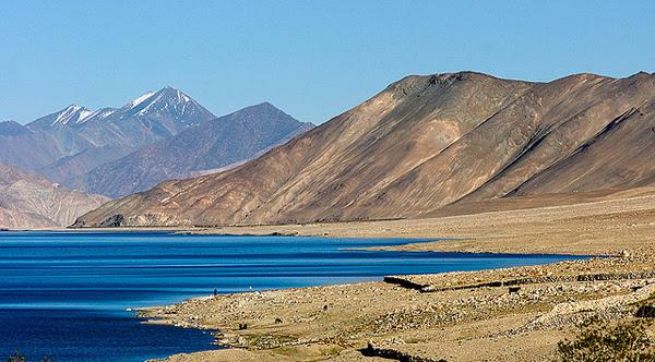 perierga.gr - Η λίμνη με τις διαφορετικές αποχρώσεις!