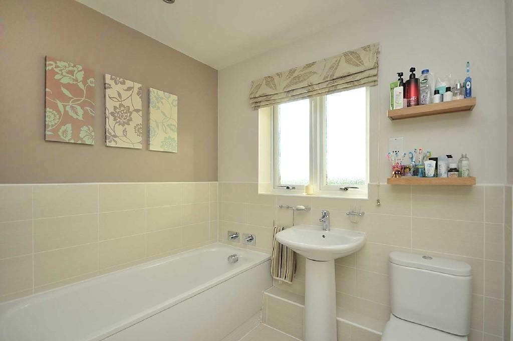 Cream Family Bathroom Design Ideas, Photos & Inspiration ...
