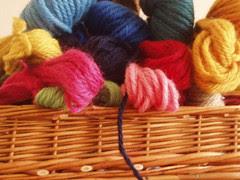 basket with soedan wool