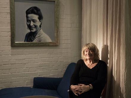 Alice Sophie Schwarzer est la fondatrice et rédactrice en chef du magazine féministe Emma. Elle est l'une des féministes allemandes les plus connues