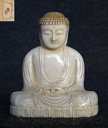 صغيرة من العاج الياباني الأصلي بوذا (2.5 بوصات) - أوائل 20 درجة مئوية وقعه الفنان