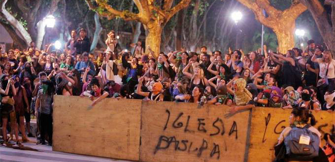 Feministas abortista atacaron la catedral de Buenos Aires