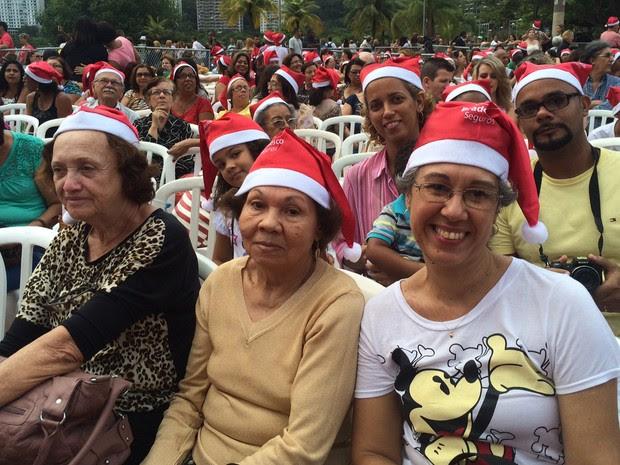O grupo veio da Zona Oeste para a festa da árvore de Natal (Foto: Káthia Mello/G1)