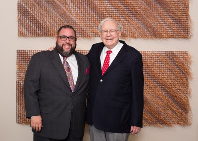 Matthew Maschler and Warren Buffet joined the attendees at the Israel Bonds Delegation Dinner