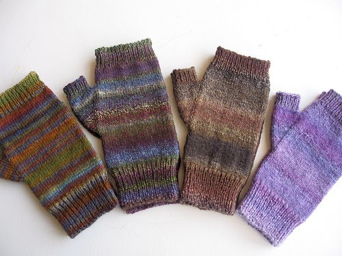 2009 holiday mitts