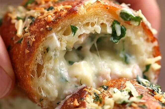Aprenda a fazer um delicioso pão de alho recheado com presunto e queijo